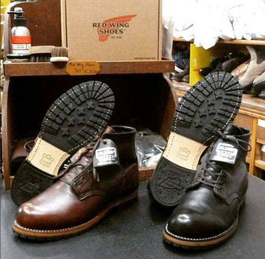 Risuolature complete di calzature Red Wing con suole originali.