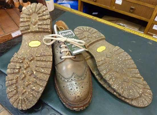 Risuolatura di calzature Church s con lavorazione originale Goodyear e suola  Vibram a mescola ecologica reciclata (VIBRAM ECO STEP) 2014641e5cd