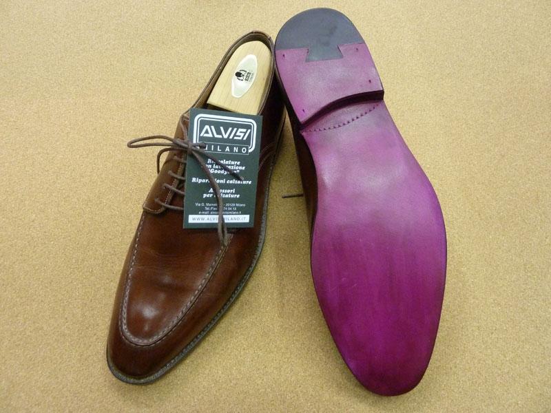 Risuolatura in cuoio di calzature SANTONI e personalizzazione su richiesta  del cliente.(colorazione della suola rosso porpora) d970a5ff245