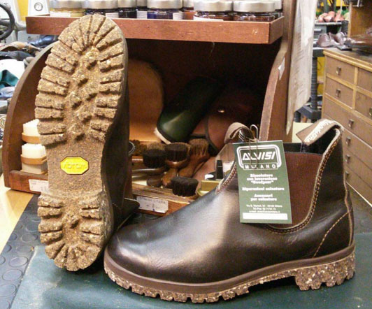 Risuolatura e Personalizzazione di calzature Blundstone con suole Vibram  Eco Step a mescola ecologica reciclata ea6ac6bbbdc