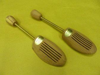 Forme tendiscarpe in legno di cedro per scarpe for Cabine laterali in legno di cedro